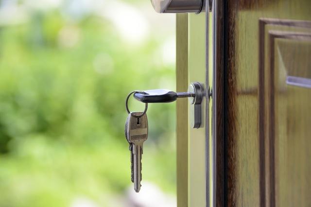 Betaal ik registratierechten of btw bij de aankoop van vastgoed?